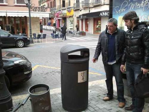 Nuevas_papeleras_calle_Campos