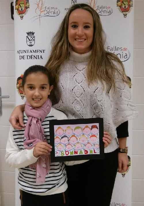 Carla-y-Candela-con-la-tarjeta-ganadora