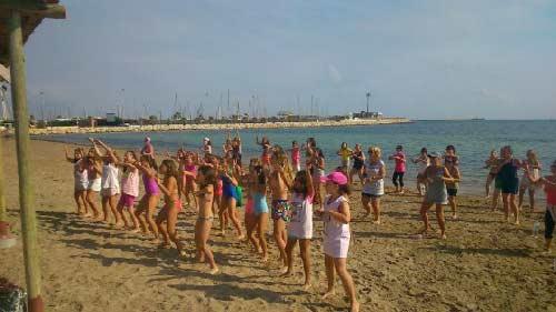 baile_playa_wb