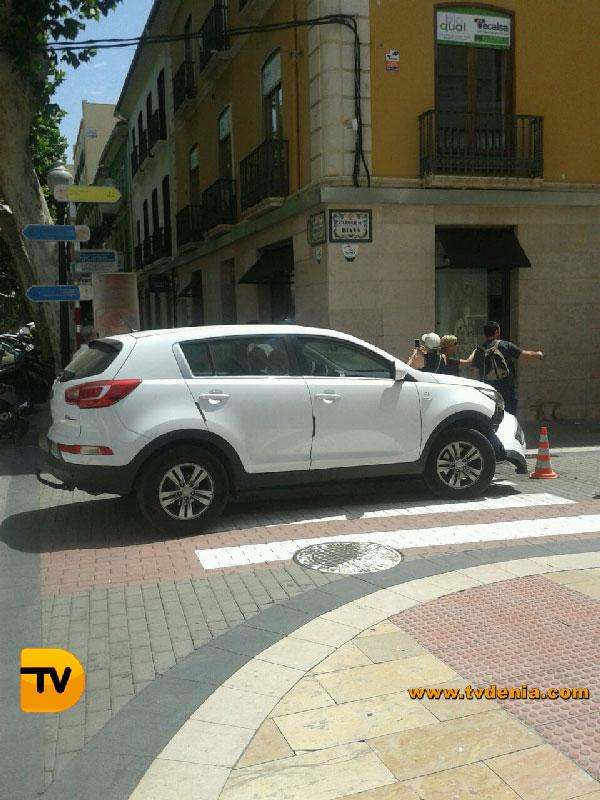 Accidente-coche-calle-diana-1