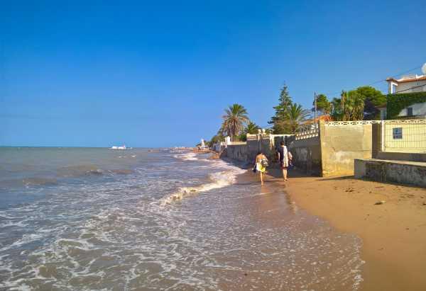 03-regresion-en-la-playa-blay-beach-2016-privado-libre-de-derechos-de-autor-copia