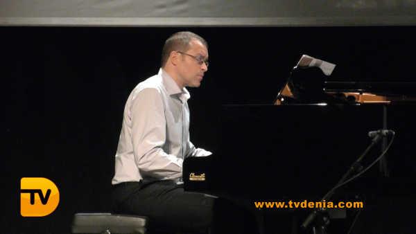 concierto-antiguos-alumnos-tenor-cortis-9