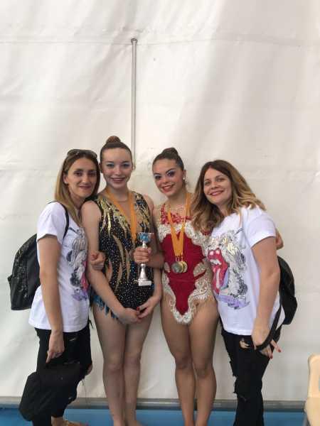 Club Denia - Gal. la y Lourdes junto a sus entrenadoras Montse y Xus