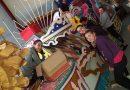 La comissió de la Falla Les Roques prepara la carroza per a les festes