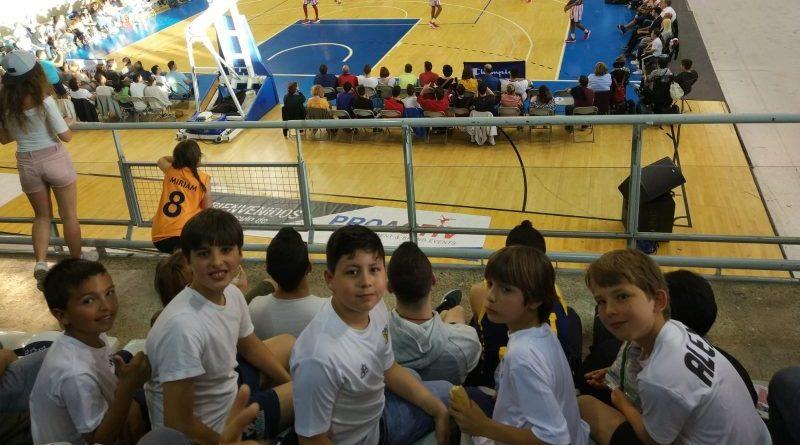 La Escuela de Baloncesto de Dénia  disfruta de la magia de los Harlem Globetrotters en Alicante