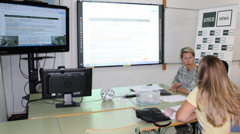 La UNED Dénia imparte una charla sobre inserción laboral