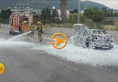 Vídeo del coche calcinado en Hermanos Maristas de Dénia