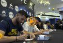 Buena acogida en la firma de jugadores  de fútbol profesional organizada por CC Portal de la Marina