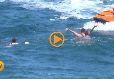 Un hombre es rescatado en el mar por Cruz Roja Dénia