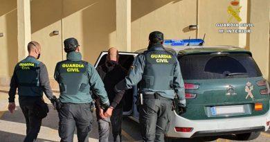 Detienen en Xàbia a un hombre que robaba en interior de vehículos