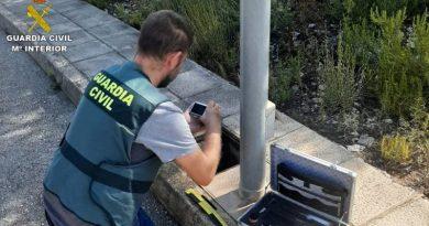 La Guardia Civil ha desarticulado un grupo criminal especializado en la sustracción de cableado de alumbrado público en la Marina Alta
